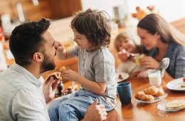 Familyeatingbreakfasttogether